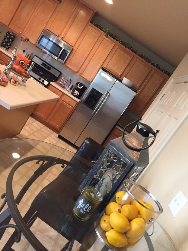 2015 Fall Home Tour - Splashes of Fall In The Kitchen - stage-presents.com