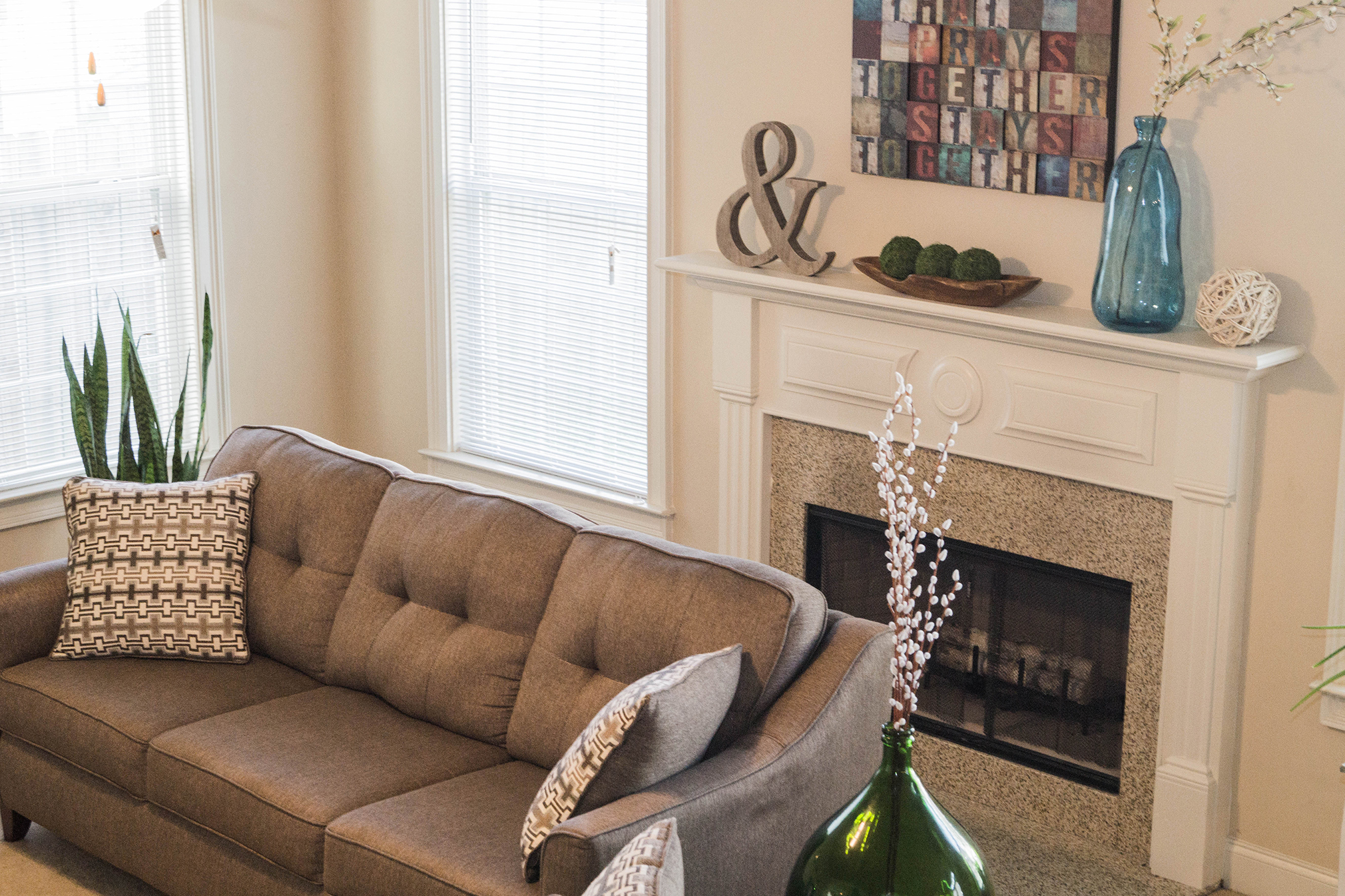 2017 Spring Home Tour - Family Room Mantel Update - www.stage-presents.com